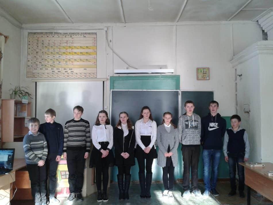 Ученики 5-9 классов перед спектаклем