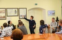 Первую экскурсию по экспозиции провела автор выставки, научный сотрудник Национального музея Людмила Капуста. Фото Владимира Ларионова