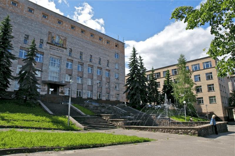 Главное здание КарНЦ РАН на ул. Пушкинской в Петрозаводске. Фото: www.izi.travel.ru