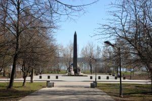 В Петрозаводске на первоначальном месте для стелы «Город воинской славы» открыт другой обелиск