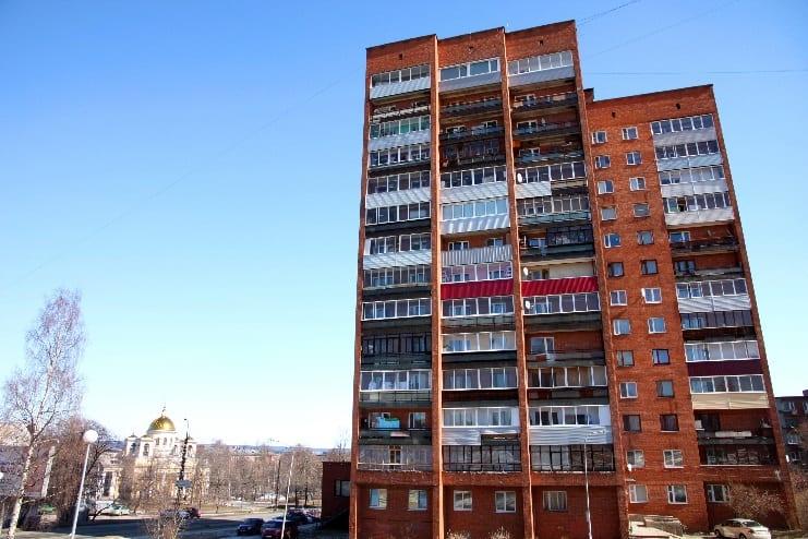 Жилой дом по проспекту А. Невского. Строительные фантазии жителей