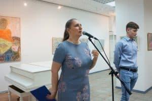 Открывает выставку искусствовед, директор ГВЗ Мария Юфа
