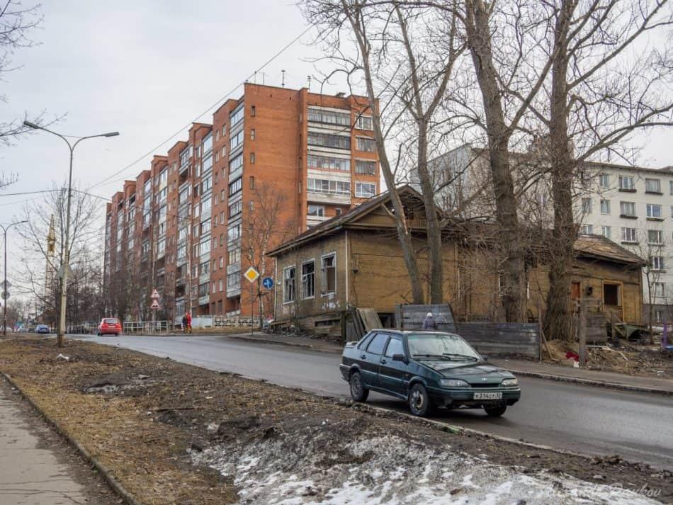 Здание магазина на углу Калинина – Володарского. 2015 год. Фото: Александр Пауков