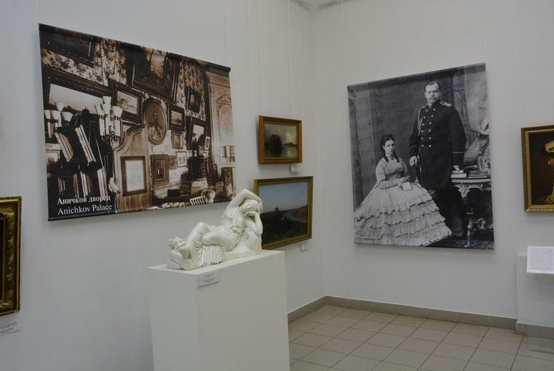 На выставке «Мария Федоровна. Художник и коллекционер»