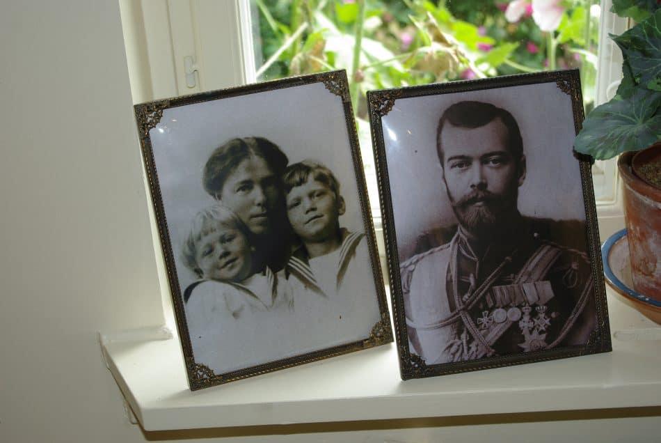 Фото Ольги с детьми и и ее брата Николая II