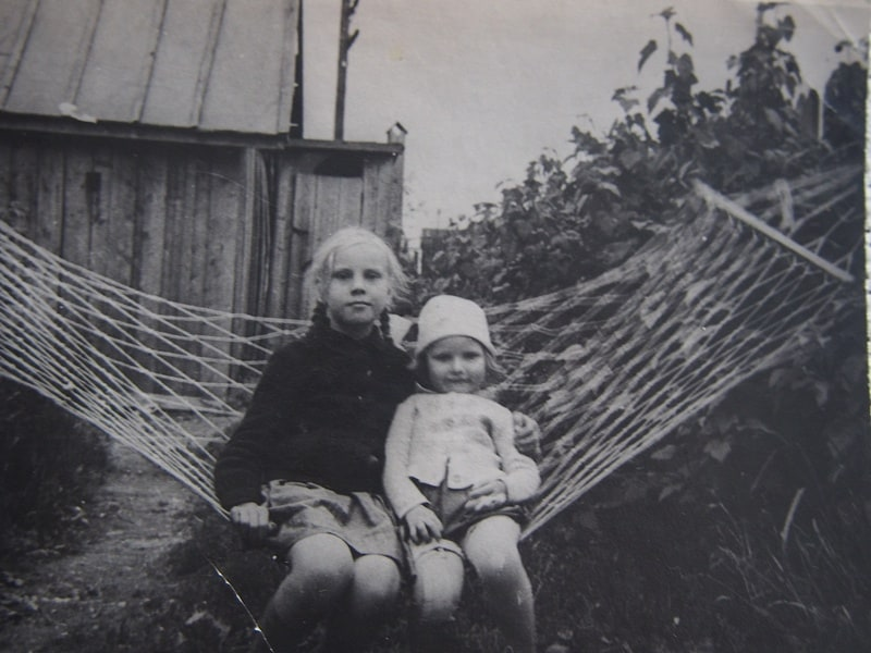 Ирма с сестренкой Мирьей