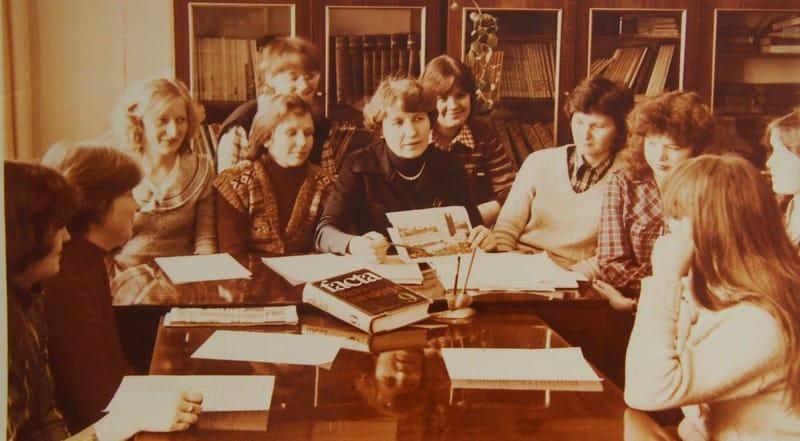 Мария Ивановна Муллонен со студентами