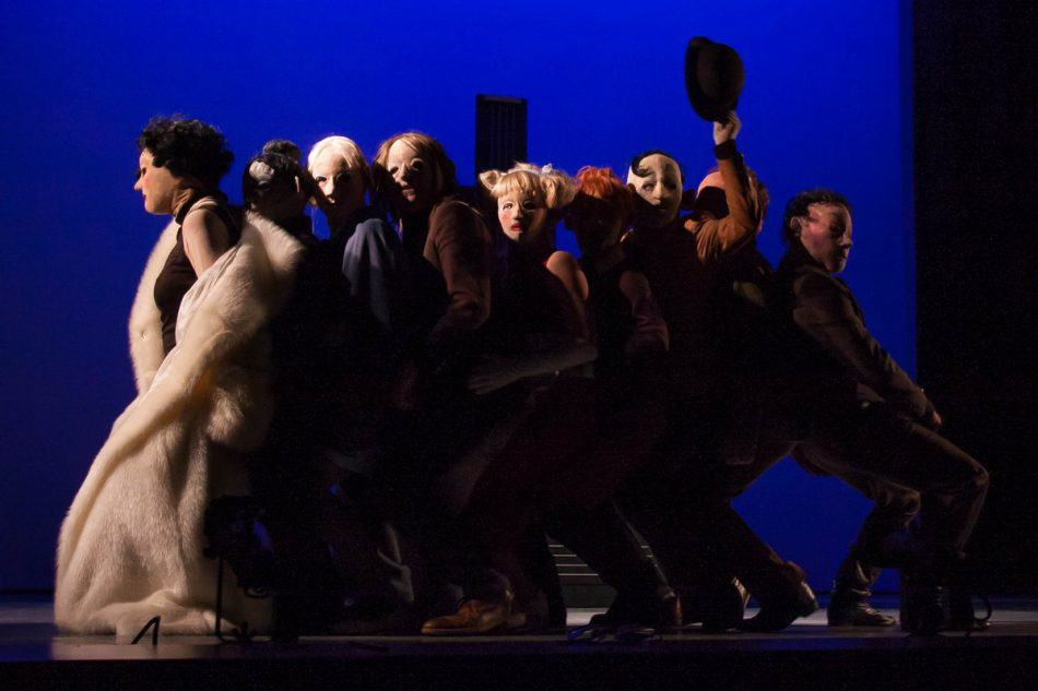 "Сцена из спектакля ""Сад"" Театра кукол Карелии. Фото Михаила Никитина"
