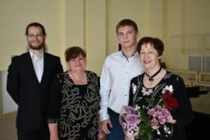 Татьяна Кончакова (справа) с участниками концерта