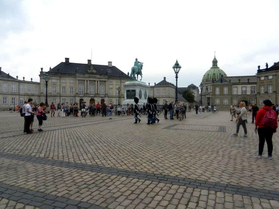 Площадь с дворцом Амалиенборг
