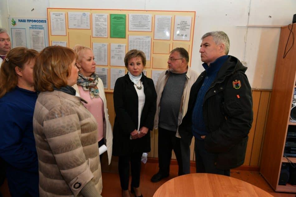 Артур Парфенчиков в школе в поселке Деревянка