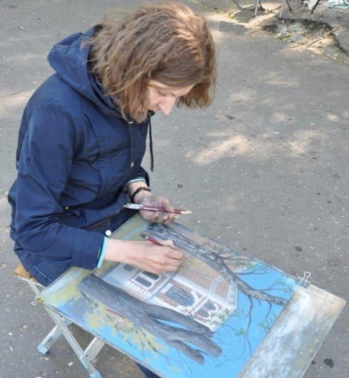 Анна Грязнова за работой