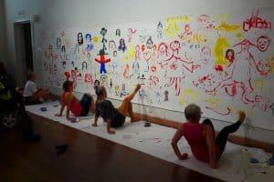 Воркшоп по рисованию ногами и ртом с Элисон Лаппер