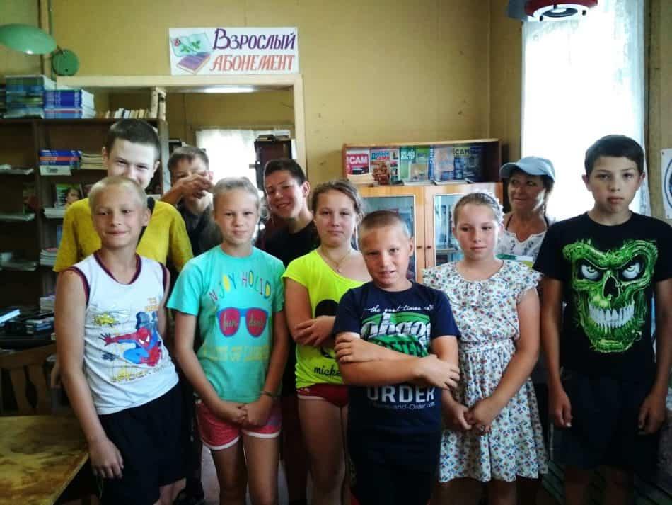 Детская литературно-художественная студия «Биномка» вбиблиотеке поселка Куркийоки на Международном литературном фестивале «Петроглиф» 2018 года