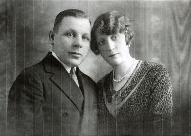 Иван Васильевич Хомутинников с женой Жермен. Париж, 1931 год