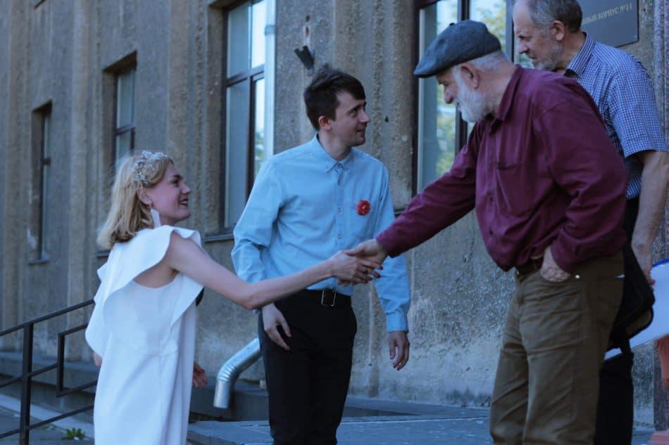 Бадри Топурия и Валерий Кошелев поздравляют молодоженов Евгению Лебедеву и Никиту Рыбина с днем свадьбы