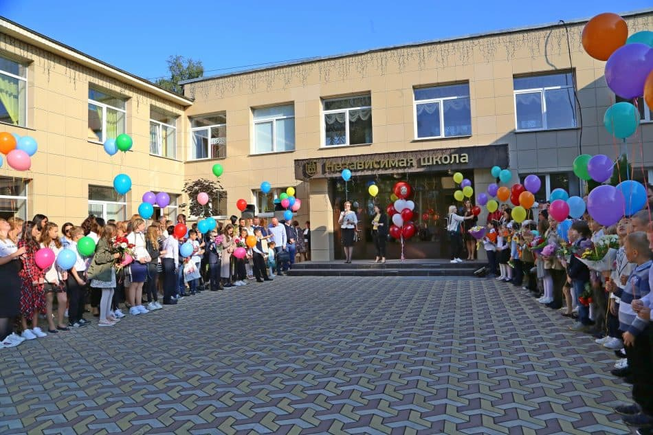Независимая школа Петрозаводска, 3 сентября 2018 года. Фото Владимира Ларионова