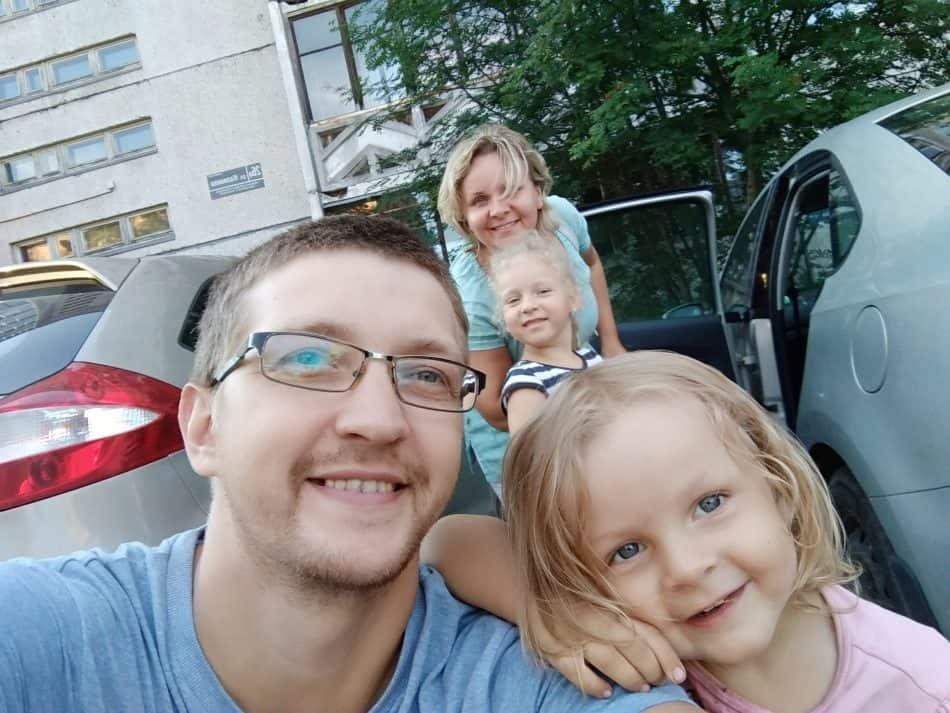 Олег Романов с семьей