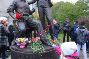 Памятник открыт. Фото Владимира Ларионова