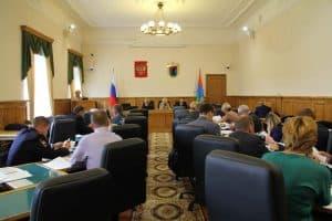 На заседании Комитета по образованию, культуре, спорту и молодежной политике 12 сентября. Фото: karelia-zs.ru