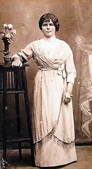 Анастасия Ивановна Трегубова, тоже уроженка д. Петры и, скорее всего сестра Анны Ивановны, уехала тоже в Петербург, но работала там на одним из многочисленных заводов