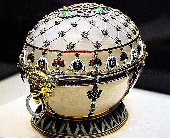 Одна из работ М. Перхина - пасхальное яйцо. Всего в его мастерской было изготовлено 28 яиц из 50 существующих