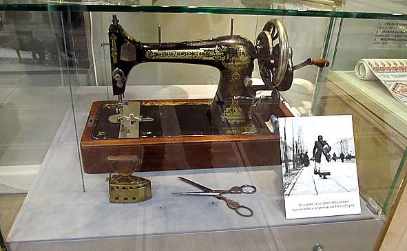 Швейная машинка фирмы Зингер была одним из самых дорогих подарков
