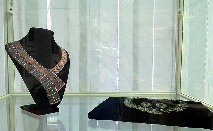 И. Власова. Гарнитуры «Египет» и «Античная бронза». Плетение на коклюшках