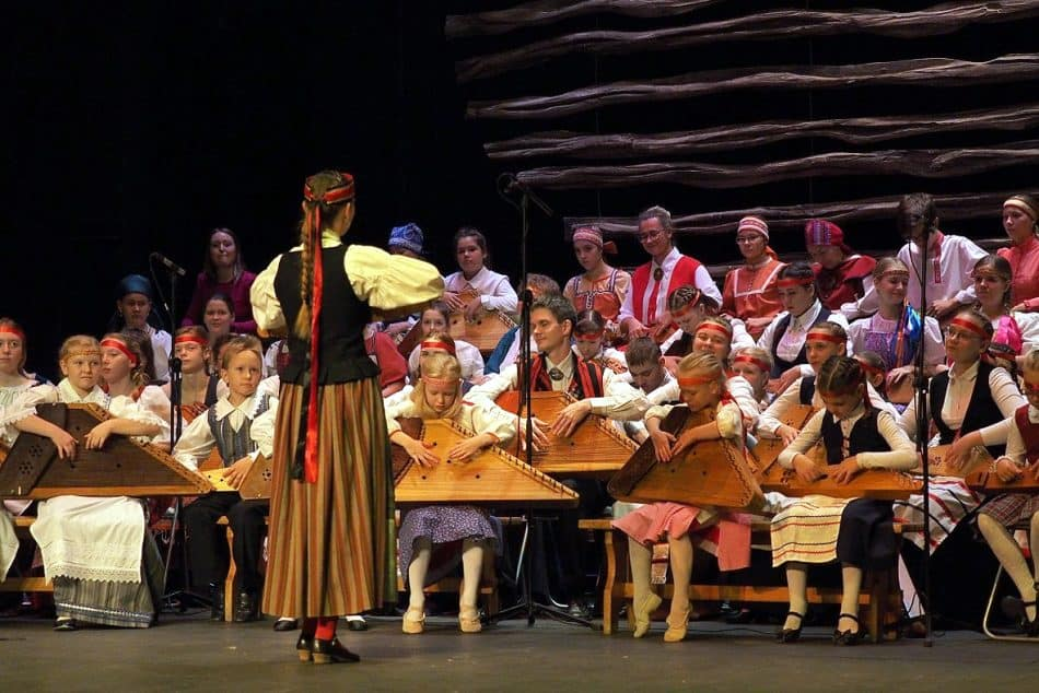 Участники сводного оркестра кантелистов Карелии. Руководитель Елена Магницкая