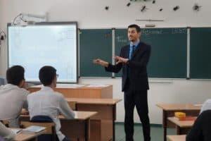 Алихан Динаев на конкурсном уроке. Фото: topspb.tv