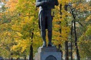 Памятник Державину в Петрозаводске. Фото Валентины Чаженгиной