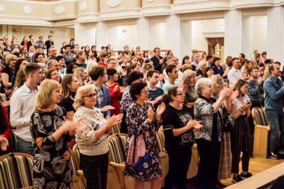 Аплодисменты барнаульских зрителей. Фото: Юлия Утышева
