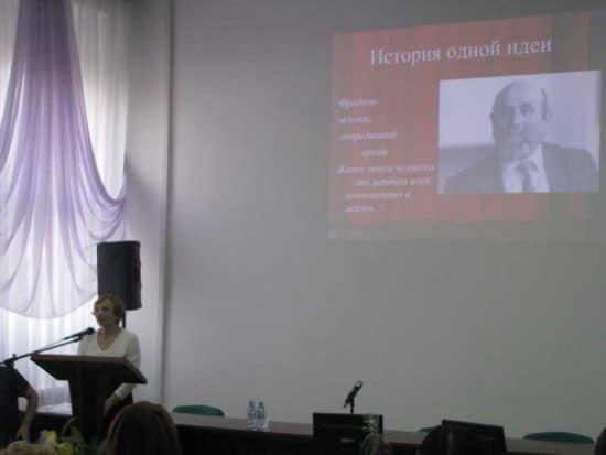 Людмила Фрадкова рассказывает о школе для одаренных детей