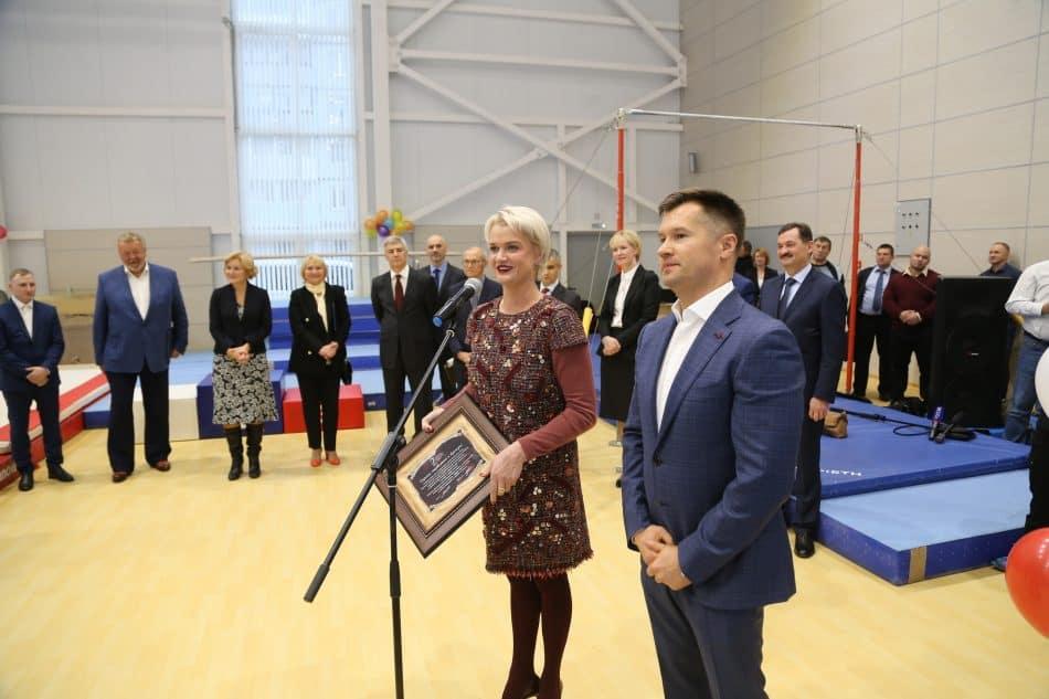 Гмнастов Карелии поздравляют олимпийские чемпионы Светлана Хоркина и Алексей Немов. Фото: Владимир Ларионов