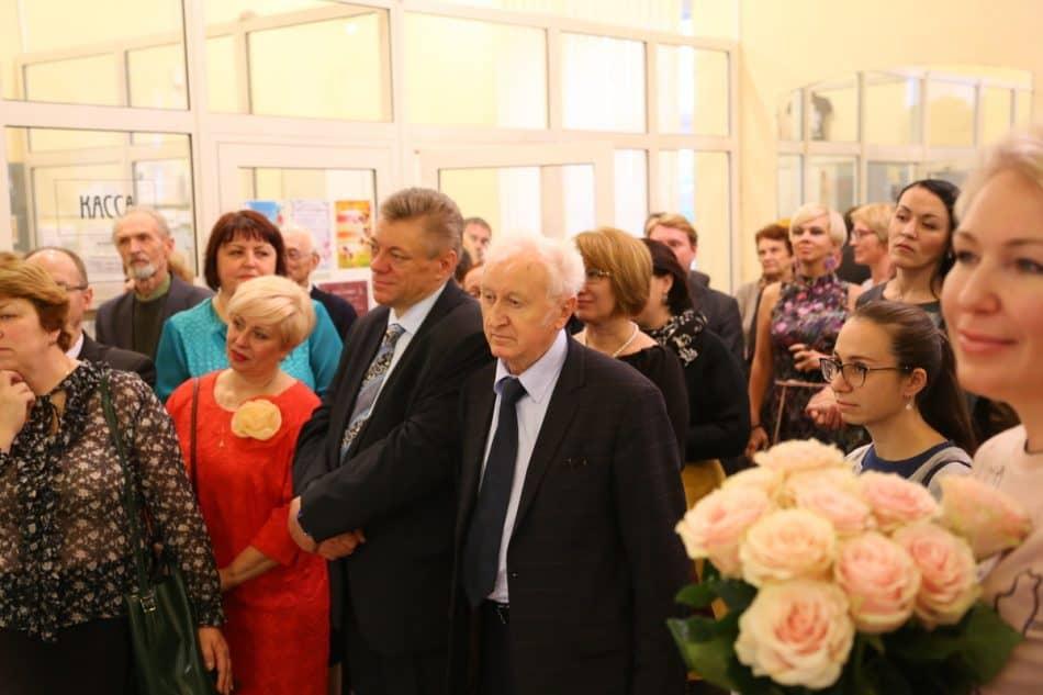 Гости вернисажа. Фото: Владимир Ларионов
