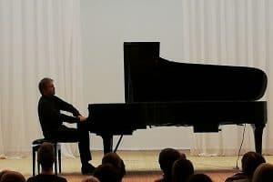 Алексей Володин в Карельской госфилармонии. Фото: vk.com/kgfptz