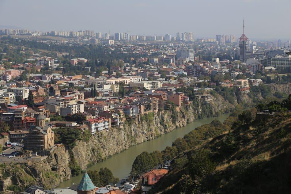 Тбилиси расположен на берегу реки Куры
