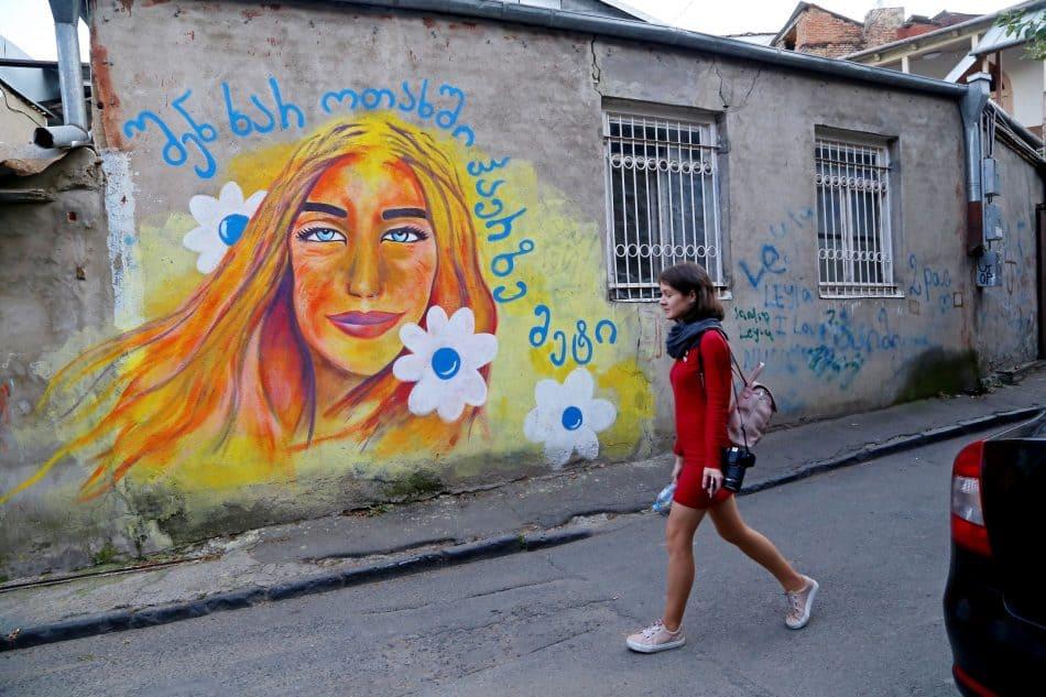 Многие грузинские девушки становятся блондинками. Вот такие они теперь, солнечные грузинки