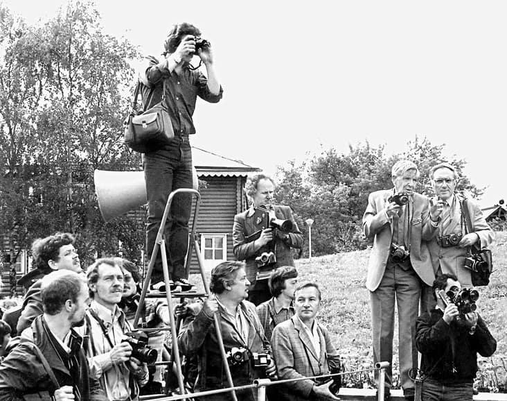 Фотожурналисты республики в день открытия мемориала воинам и партизанам Карельского фронта. Виктор Трошев и Семен Майстерман крайние справа