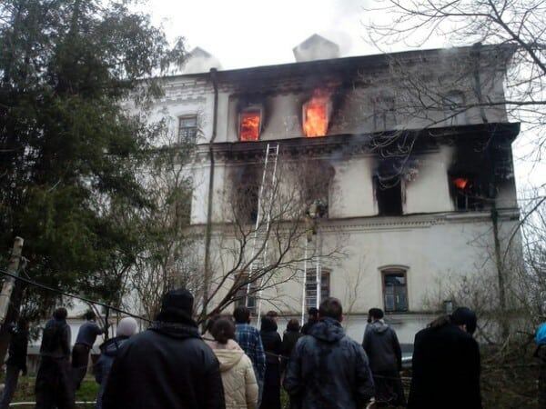На Валааме горит Зимняя гостиница. 1 мая 2016 года. Фото Сергея Груздева