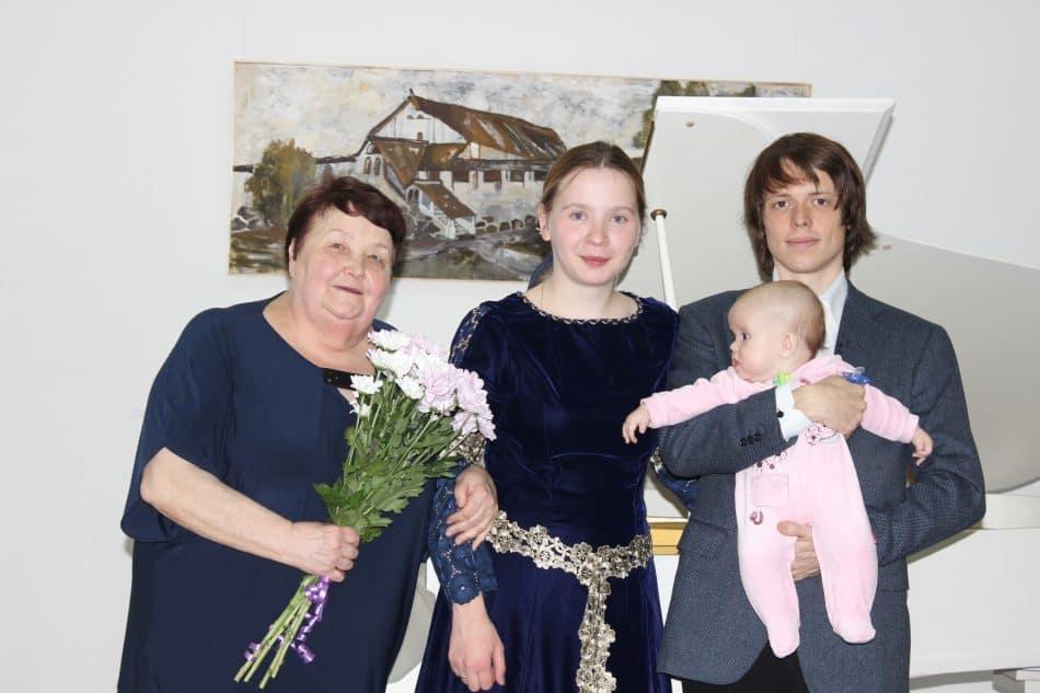 Нина Кайске, Анастасия и Мстислав Харламовы с дочкой Верой