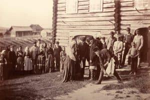 И.К. Инха. Оберегание. Патьвашка троекратно обходит поезжан, чтобы защитить их от злых сил. 1894 год