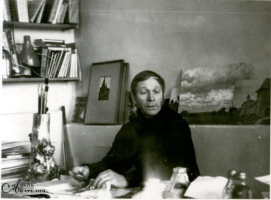 Николай Брюханов в своей художественной мастерской. 1970-е. Петрозаводск