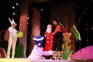 Сцена из спектакля  «Как Ёжик в первый раз Новый год встречал!» в Национальном театре Карелии. Фото Ирины Ларионовой