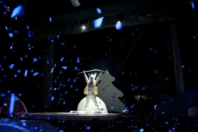 Национальный театр Карелии. Спектакль «Как Ёжик в первый раз Новый год встречал». Фото Ирины Ларионовой
