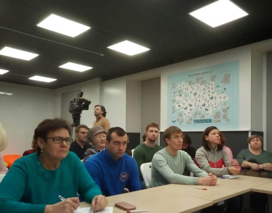 Во время дискуссии. Слева Галина Степанова, рядом Тимофей Бондарь