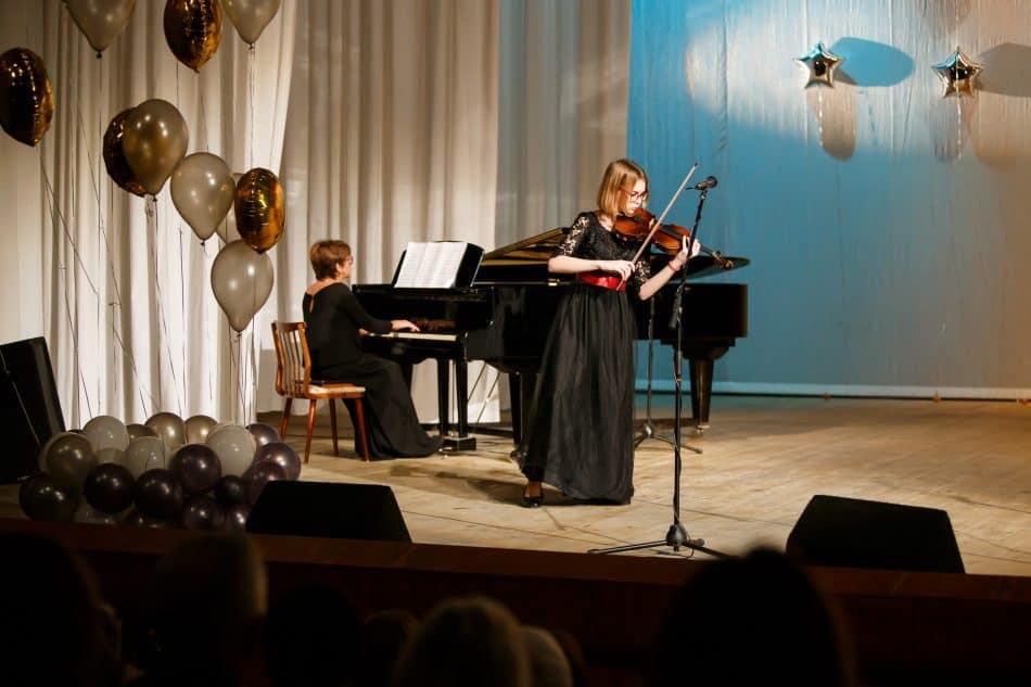 Милана Хямяляйнен и концертмейстер И.В. Белобородова
