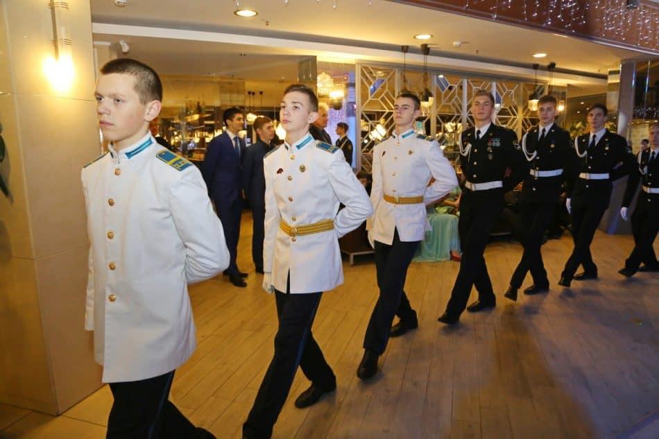 Первый общественный бал в Петрозаводске. Фото Владимира Ларионова