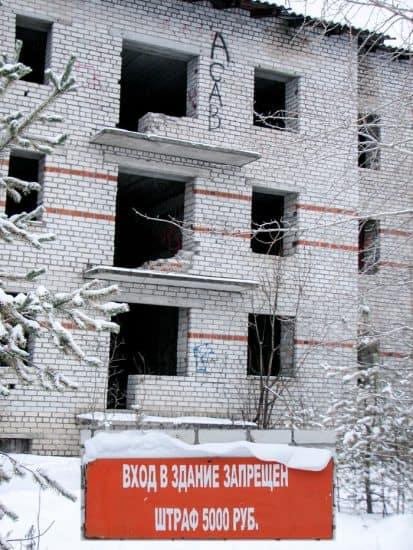 Мёртвый дом в центре посёлка Муезерский