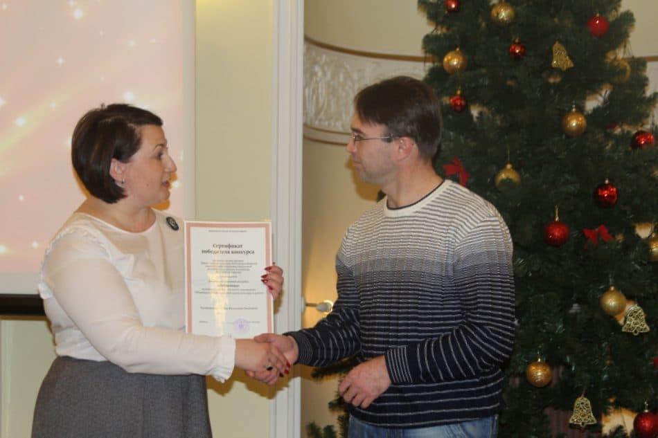 Премию получает Николай Ольшаков, ансамбль «Небылица»